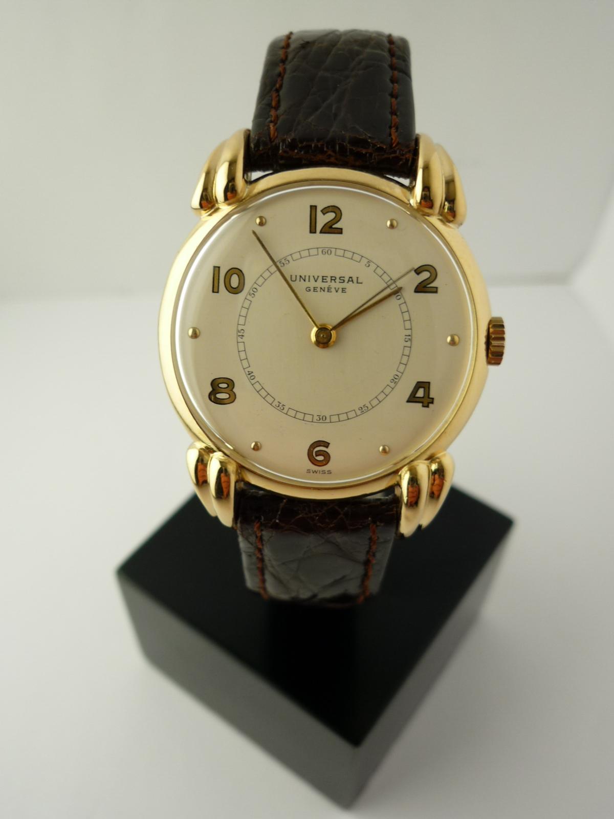 Universal Geneve 18k gold wristwatch (1945)
