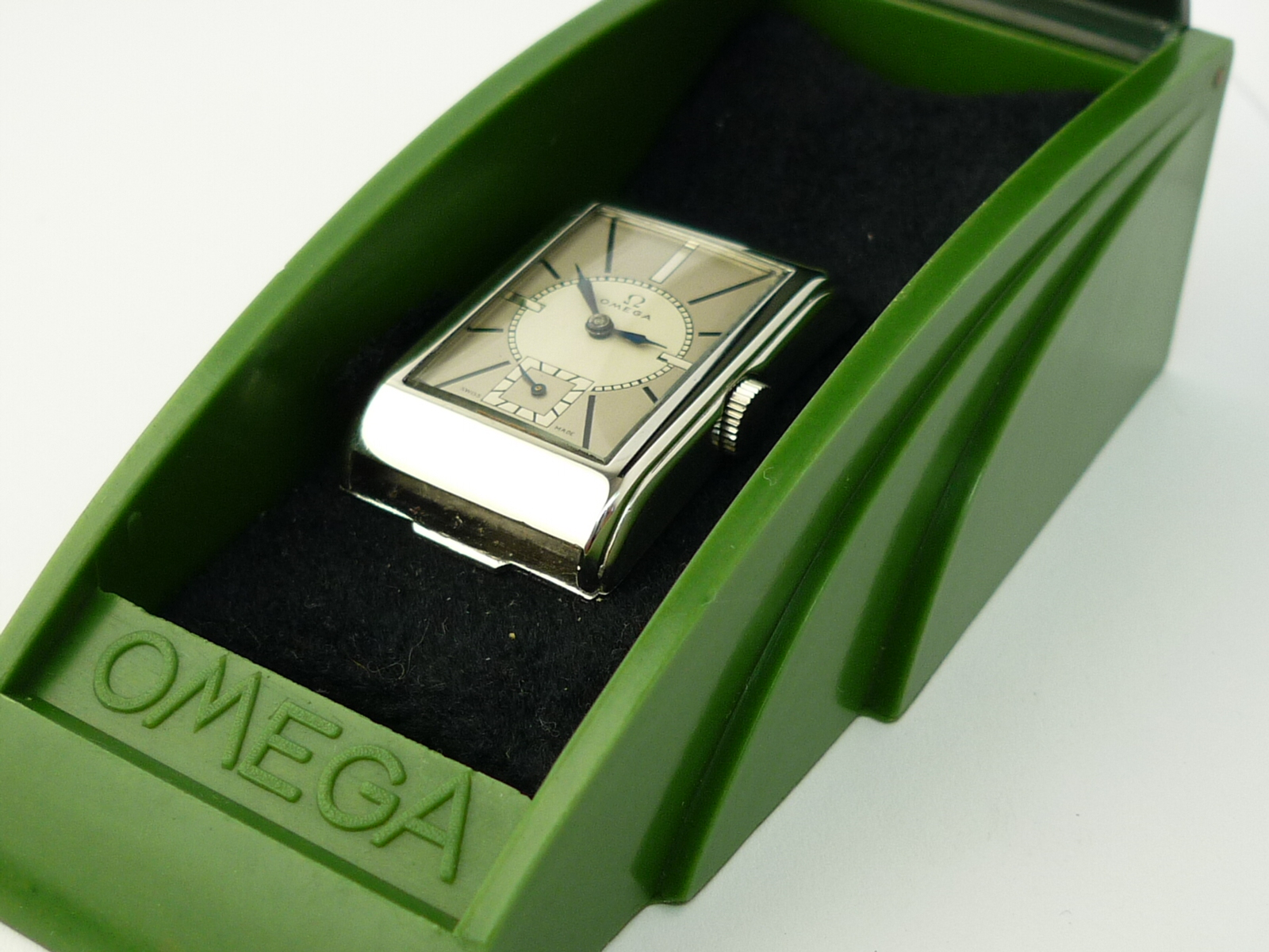 Vintage Omega Art Deco Design wristwatch (1935)